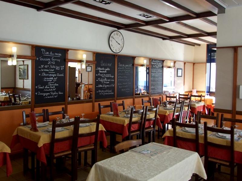 Salle restaurant du Mouton Blanc, Calais. vue 1